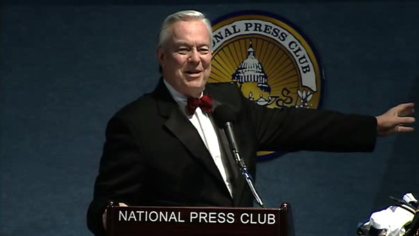 Bill Kurtis Delivers Keynote Address at Hamrick Inauguration