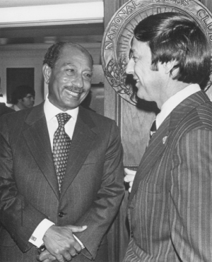 Anwar Sadat talking with National Press Club President Frank Aukofer.