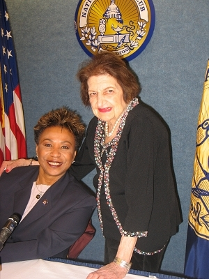 Helen Thomas, right, introduces Rep. Barbara Lee
