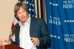 Humorist Dave Barry delivers a line.