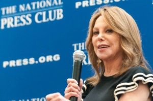Marlo Thomas speaks at a National Press Club Book Rap