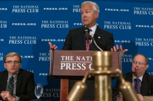 Wells Fargo CEO John Stumpf speaks at a National Press Club Luncheon, September 17, 2014.  Also pictured are Jerry Zremski, a reporter with the Buffalo News and a past president of the Club (left) and Myron Belkind, current NPC president.