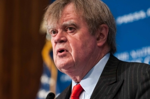 Garrison Keillor speaks at the Press Club.