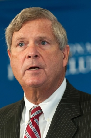 Agriculture Secretary Tom Vilsack discusses the Obama administration's plan to battle persistent hunger through school nutrition programs at a National Press Club Newsmaker.