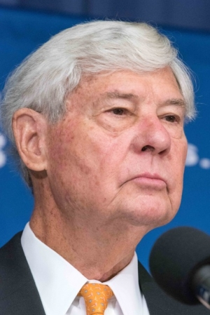 Former Senator Bob Graham urged pressure on Congress for more disclosure about Saudi Arabian interaction with 9/11 hijackers at an NPC Newsmaker event on Aug. 31.
