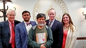 Bangladesh photojournalist Shahidul Alam (center) with, left to right, National Press Club Executive Director Bill McCarren, Ferdous Al-Faruque, vice-chair of the Club's Board of Governors; Pres Freedom Team Chair John Donnelly; and Vice Chair Rachel Oswalt. ;