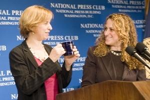 NPR President Vivian Schiller accepts a Club mug from President Donna Leinwand