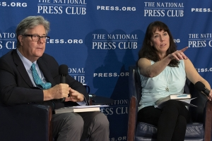 Author David Maraniss discusses his new book with National Press Club President Alison Fitzgerald Kodjak at a May 17 Headliners event..