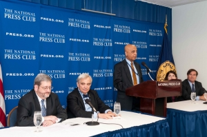 Tejinder Singh, member of the National Press Club Newsmakers Committee, introduces panel discussing the threat software poses to the legal profession at the Press Club, April 15, 2013. From left: Jason R. Baron, Judge John M. Facciola, Singh, Jeane A. Thomas and Paul Starrett