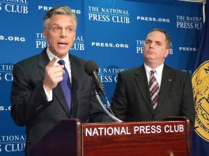Former Utah Gov. Jon Huntsman (l) and candidate for Republican presidential nomination at Dec. 8 Newsmaker. Club President Mark Hamrick (r) moderates.