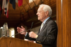 Bob Schieffer speaks at the award ceremony