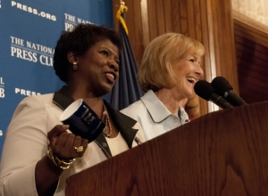 PBS Newshour anchors Gwen Ifill (l) and Judy Woodruff