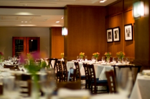 Features great New American cooking, is located on the 13th floor of the National Press Building, the main floor of the club, and is open to everyone.