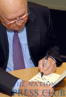 F.W. de Klerk, Nobel Peace Prize winner and former President of South Africa, signs the traditional NPC Guest Book.Photo: Gregory Tinius/Tinius-Arts