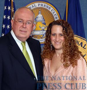 John W. Rowe, Chairman and CEO, Exelon Corporation, and NPC President Donna Leinwand at an NPC Luncheon on May 15.Photo: Greg Tinius/Tinius-Arts