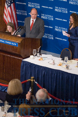 NPC member and weather expert, Jack Williams expounds upon The Prince's remarks on Antarctic climate change at a National Press Club luncheon, November 30th, 2009.Photo: Noel St. John