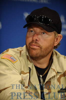 Country Western star Toby Keith speaks at an April 21 NPC Luncheon event.Photo: Chrsity Bowe