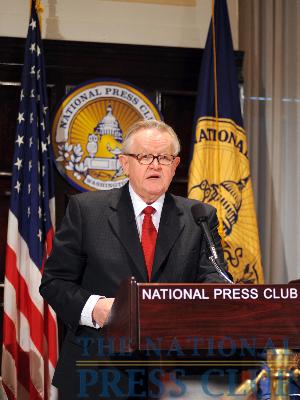 Martti Ahtisaari addresses the NPC luncheon.Photo: Greg Tinius