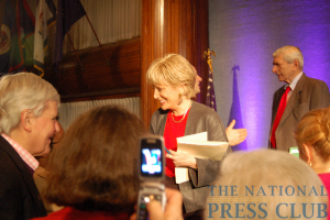 60 Minutes' Lesley Stahl meets the Kalb Report audience following the program's Nov. 16 taping.Photo: Terry Hill