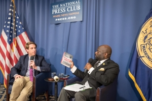 Journalist Garrett Graff (left) discusses his new book with NPC President Jeff Ballou on May 22, 2017