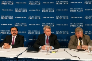 Alireza Jafarzadeh (left), Kirk Lippold (center) and Olli Heinonen discuss the current nuclear agreement between the U.S. and Iran at a National Press Club Newsmakers news conference, August 3, 2015.
