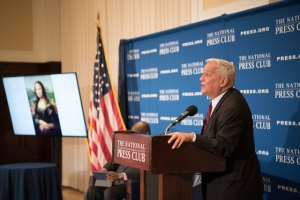Walter Isaacson, at a National Press Club Headliners Breakfast on Jan. 18, 2017, discussed his latest book on Leonardo da Vinci and described the years of work the artist put in to make the Mona Lisa painting.